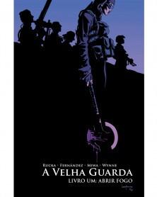 Old Guard - A Velha Guarda Vol.1, de Greg Rucka  (Ed.Portuguesa, capa dura), capa